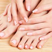 Les cosmétiques bio sont efficaces pour prendre soin de votre peau, de vos cheveux et de vos ongles.